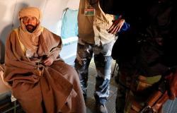 ليبيا تمنح نجل القذافي بطاقة هوية وتذلل عقبة مهمة أمام ترشحه بالانتخابات