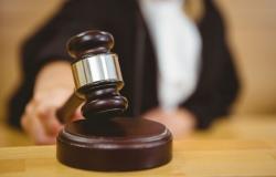 قرار قضائي بحظر سفر لاعب كرة قدم عربي والقبض عليه
