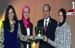 السيسى يكرم أول إماراتية شاركت فى جيش بلادها.. ومصرى صمم أفضل مسجد