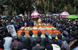 الآلاف يشيعون جنازة ضحايا الطائرة الإثيوبية (صور)