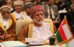 """وزير خارجية عمان يضحك الجميع بأول تعليق على ضبط خلية تجسس """"لدولة مجاورة"""" (فيديو)"""