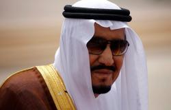 بالفيديو... تصرف عفوي من الملك سلمان بعد أدائه العرضة