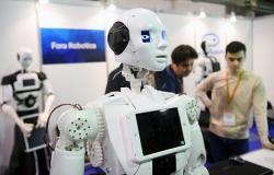 الروبوتات تغزو غرف العمليات في مستشفيات السعودية
