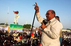 البشير يعلن إجراءات جديدة تزامنا مع مسيرات تطالب الجيش بإطاحته