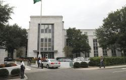 سفارة الرياض في واشنطن تدعو معارضة سعودية لزيارتها... والأخيرة ترد: لن أدخلها (فيديو)