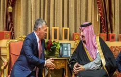 الملك  عبدالله يتسلم رسالة من خادم الحرمين الشريفين