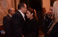بالصور.. توافد نجوم الفن لتقديم العزاء في والدة هشام عباس