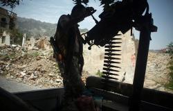 """الجيش اليمني يعلن تدمير غرفة اتصالات متطورة لـ""""أنصار الله"""" على حدود السعودية"""