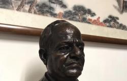 بالصور.. أول تمثال للرئيس السيسي بيد أشهر نحات صيني