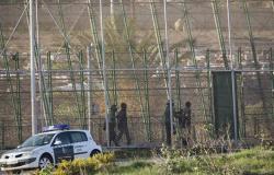 قوات الأمن المغربية تستخدم خراطيم المياه لفض اعتصام للمعلمين