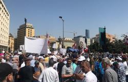 بالفيديو... متظاهرون يحاولون اقتحام السراي الحكومي في لبنان