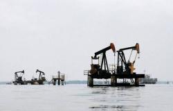 تقارير: تركيا توقف استيراد النفط من إيران