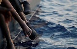 وكالة: تونس ترفض السماح لسفينة مصرية على متنها مهاجرون بدخول موانئها