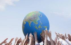 """""""فيتش"""" تخفض توقعات النمو الاقتصادي العالمي مع تصاعد الحرب التجارية"""
