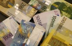 """""""كريدي سويس"""": الفرنك سيصل لسعر التعادل أمام اليورو"""