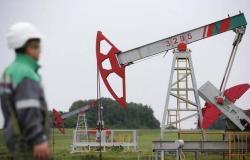 محدث.. النفط يرتفع 4% عند التسوية مع التفاؤل التجاري