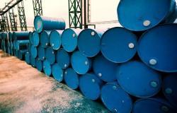 مخزونات النفط في الولايات المتحدة تهبط بأكثر من التقديرات