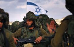 بالفيديو... رجل دين من دولة عربية يعانق جنودا إسرائيليين و يدعو لهم بالنصر