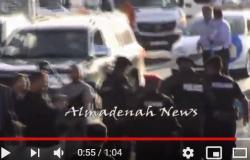 بالفيديو : شرطي يصاب بالاغماء خلال مسيرة السفارة الامريكية