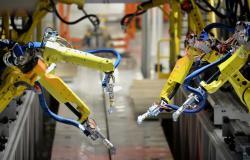 الروبوتات تهيمن على وظائف المصانع بحلول عام 2030