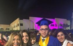 ليلى علوى تحتفل بتخرج ابنها خالد.. شوف عامل إزاي؟