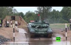 شاهد.. دبابات روسية تمشي تحت سطح الماء