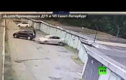 شاهد الفيديو للنهاية.. فتاة تركن سيارتها!