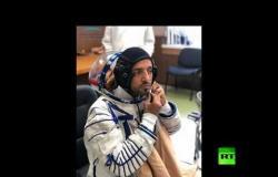 رائد الفضاء الإماراتي يقيس بزة الفضاء الروسية