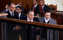علاء مبارك ينفي شائعة وفاة والده الرئيس المصري الأسبق