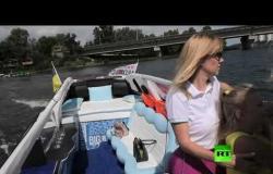 أوكراني يحول قاربه إلى ليموزين