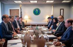 السعودية تبحث مع الولايات المتحدة ملف توازن سوق النفط