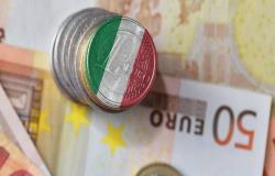 """إيطاليا تتجنب خفض التصنيف الائتماني من """"فيتش""""وسط الاضطرابات السياسية"""