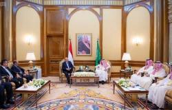 الملك سلمان يبحث مستجدات الأوضاع في عدن مع الرئيس اليمني
