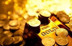 أسعار الذهب تتراجع لكن تتجه لتسجيل مكاسبأسبوعية
