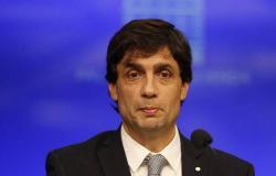 وزير الخزانة الأرجنتيني الجديد: استقرار العملة أبرز أولوياتي الأساسية