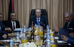 أول تعليق لرئيس الوزراء الفلسطيني السابق على قرارات عباس