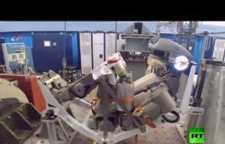 """شاهد كيف تم تحضير الروبوت """"فيودور"""" لرحلته إلى الفضاء"""