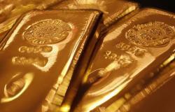 أسعار الذهب تنخفض وتتجه لتسجيل خسائر أسبوعية