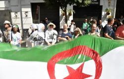 عمار بليحمر: أغلبية الحراك متمسكة بإقصاء رؤساء أحزاب المولاة بالجزائر