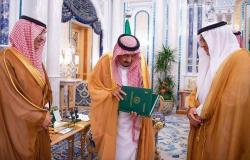 الملك سلمان: مؤسسة النقد تلعب دوراً مهماً بخدمة الاقتصاد الوطني