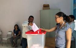 الهيئة العليا للانتخابات التونسية: نسبة المشاركة في الداخل بلغت 45%
