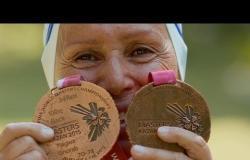 رسالة من تحت الماء لبطلة سباحة مصرية في العقد الثامن من العمر | بي بي سي إكسترا