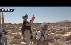 أفواج سياحية غربية تعيد الحياة إلى تدمر السورية