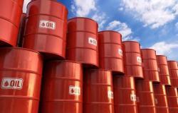 محدث.. النفط يسجل أكبر ارتفاع أسبوعي منذ يونيو بمكاسب 6%