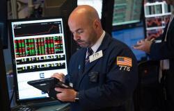 محدث.. تباين أداء الأسهم الأمريكية بالختام مع تطورات اقتصادية وتجارية