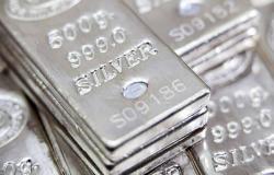 سعر الفضة يقفز 5% مع تزايد الطلب على الملاذات الآمنة