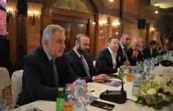 لمواجهة تراجع الليرة... رجال أعمال سوريون يضخون مئات ملايين الدولارات في الأسوق