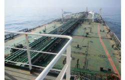 بالفيديو… اللقطات الأولى لناقلة النفط الإيرانية المتعطلة بالبحر الأحمر