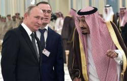 صقر ولوحة فنية... الملك سلمان والرئيس الروسي يتبادلان الهدايا التذكارية (فيديو)