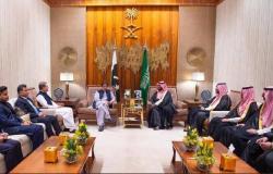 ولي العهد السعودي يجتمع مع عمران خان لبحث سبل التعاون